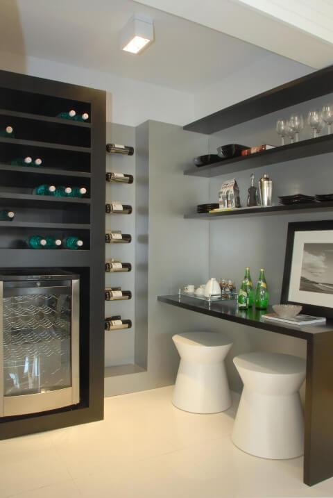 Bar-em-casa-com-adega-refrigerada-Projeto-de-Marel