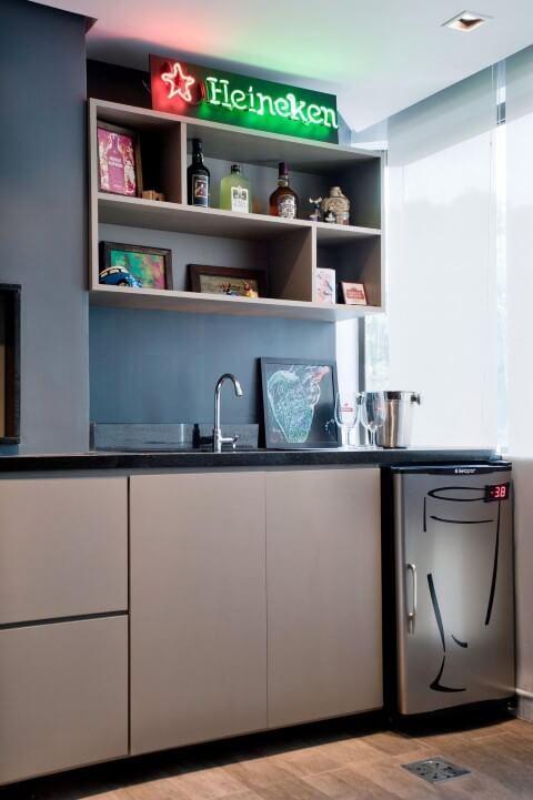 Bar-em-casa-com-frigobar-Projeto-de-Maxma-Studio
