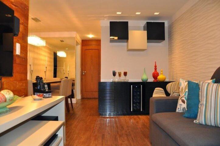 Bar-em-casa-integrado-às-salas-Projeto-de-Serravaz-Arquitetura